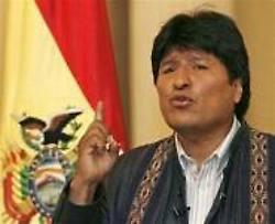 Evo Morales llegó a Pisco en solidaridad con víctimas de terremoto en Perú