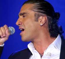 """""""El Potrillo"""" canta por Perú"""